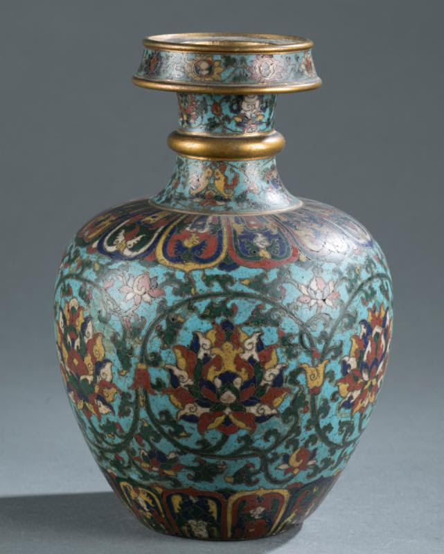 $400 Chinese vase reels in over $810,000 on iGavel