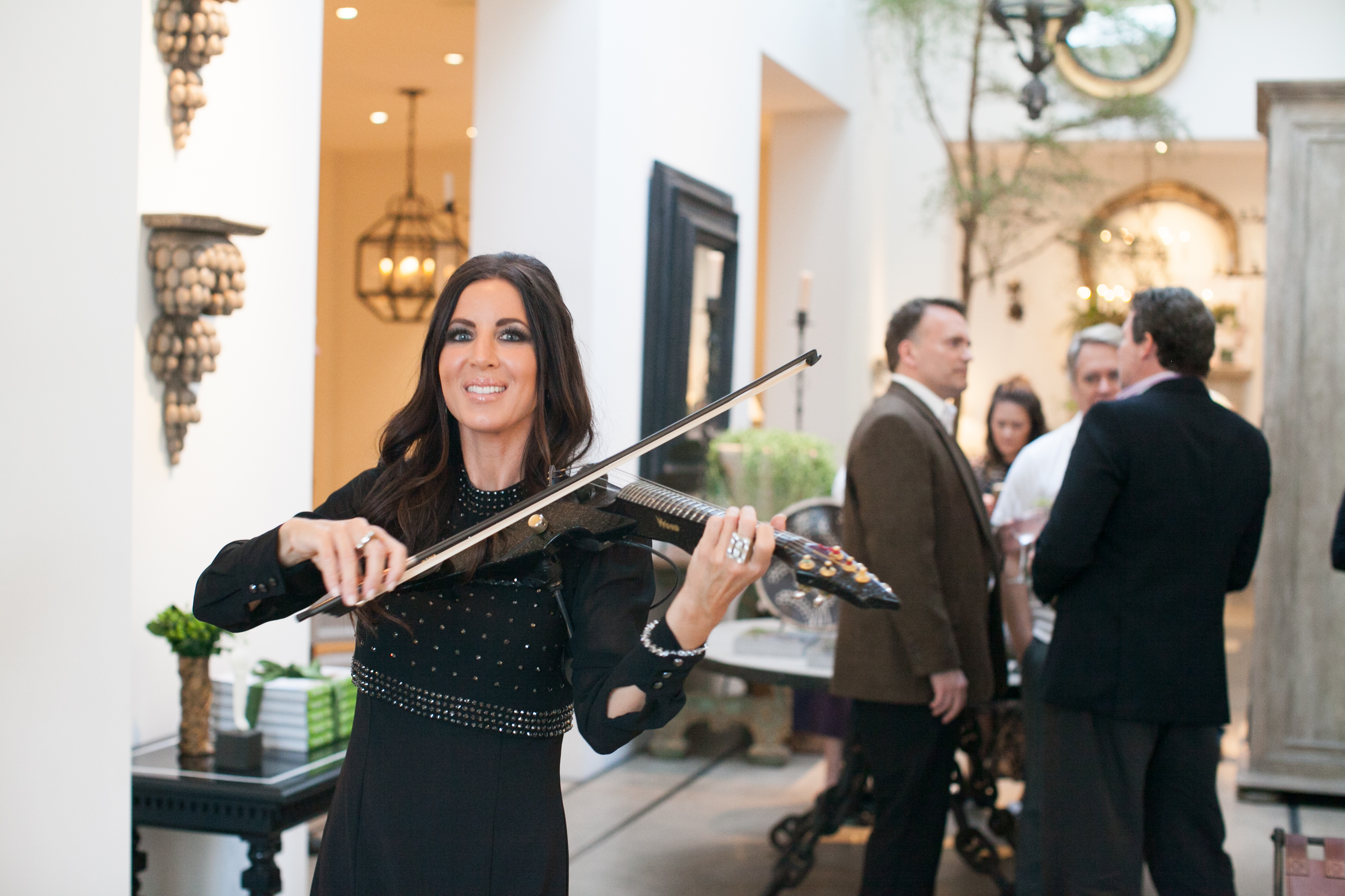 Electric violinist Jennifer Spingola provided entertainment for the evening.