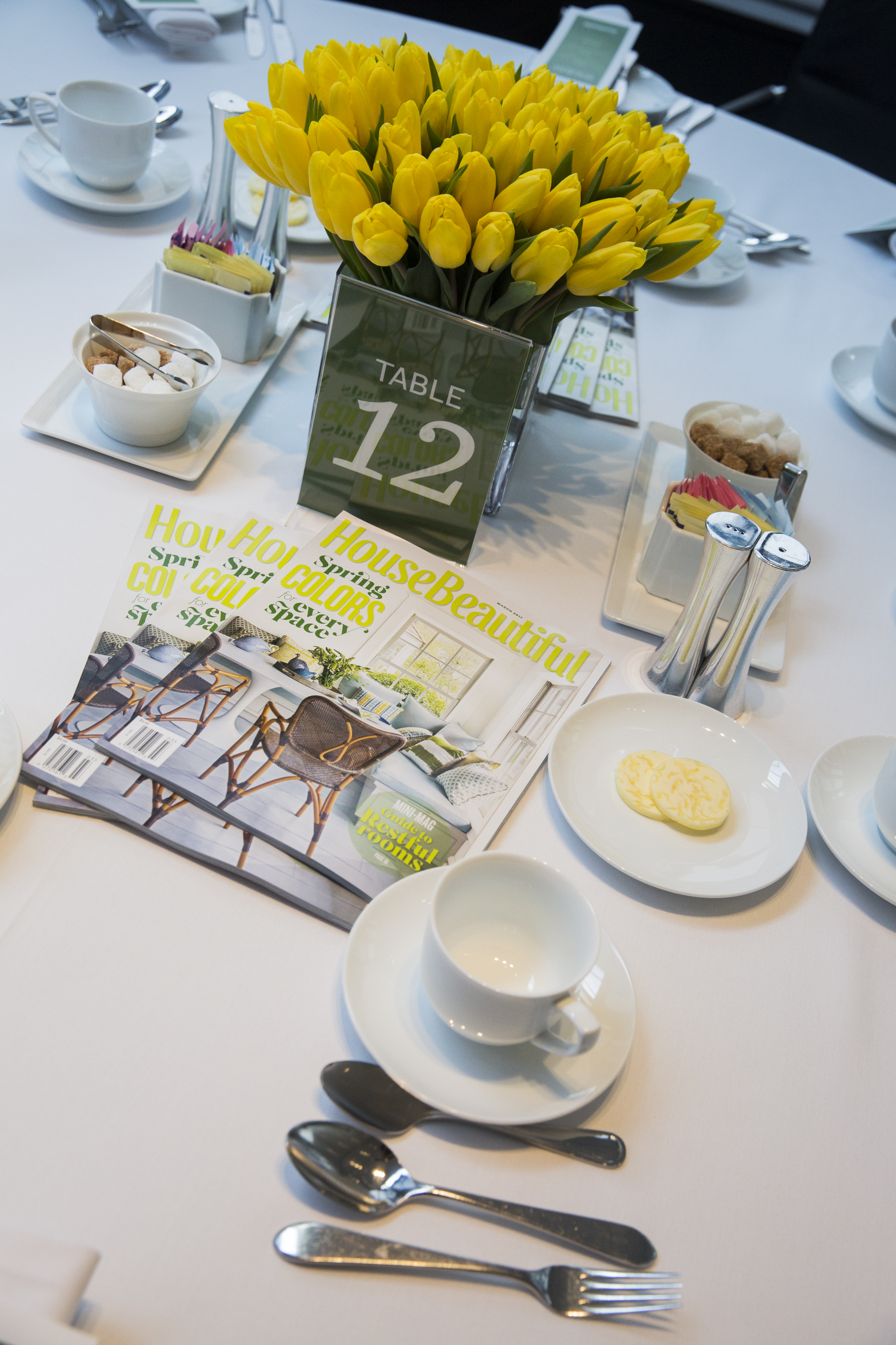 Table setting at the luncheon