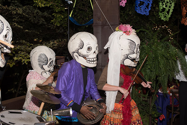 The crowd was treated to traditional Dia de los Muertos songs.