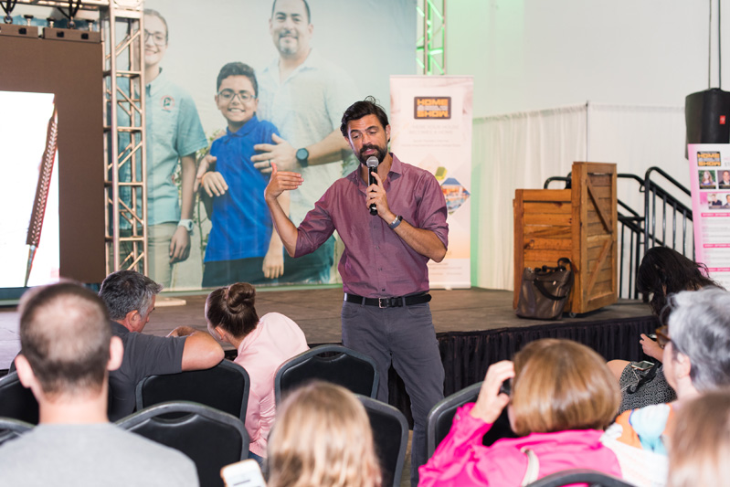 "John Gidding, of TLC's ""Trading Spaces"" and HGTV's ""Curb Appeal,"" presented ""Living in Art: Decorating Through Self-Expression."""