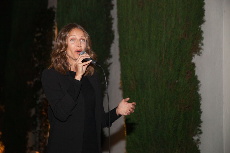Internationally renowned soprano Summer Watson performing Italian opera in the garden at Dessin	Fournir L.A.