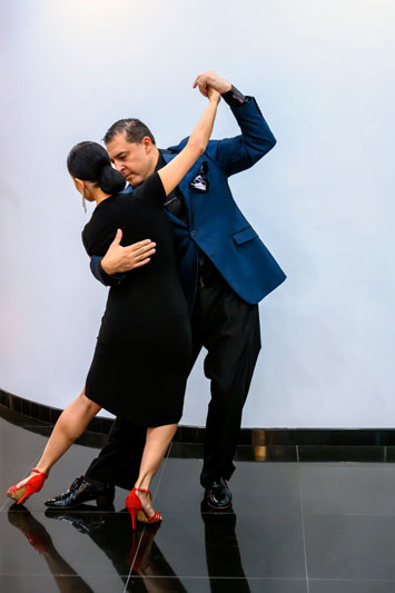 Guests were entertained by the graceful moves of two tango dancers.
