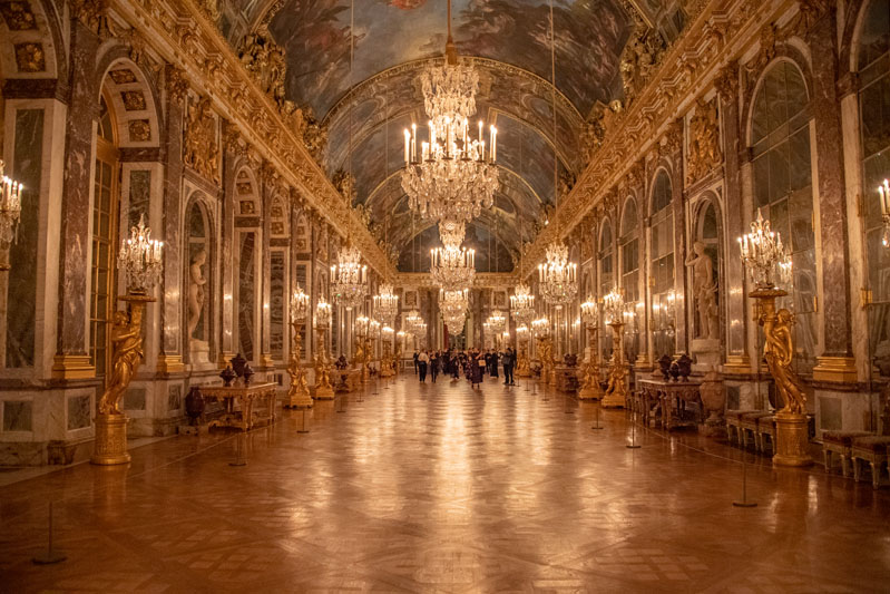Guests toured the Hall of Mirrors.