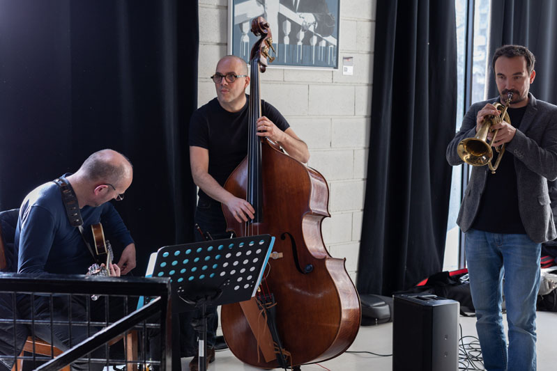 Guests enjoyed live jazz music.