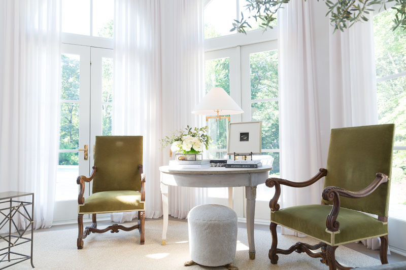 Living Room by Amy Morris Interiors