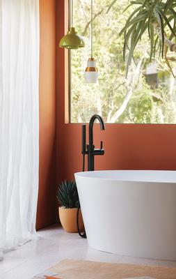 A Jason Wu for Brizo Single-Handle Freestanding Tub Filler in Matte Black (Photography: Ty Cole Studio Inc.)