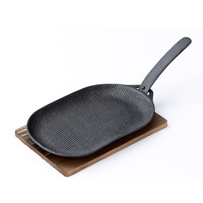 Oigen's Yaki Taki Grill Pan is sourced from a foundry located in an area that has been producing cast iron for the past 900 years