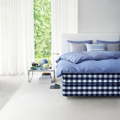 Hästens Herlewing Bed, with a Duvet Cover in Shady Blue and