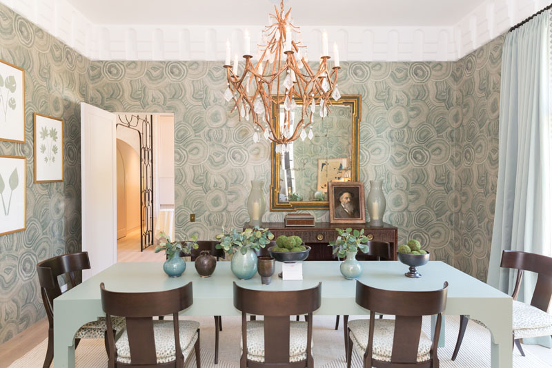 Dining room by Jacksonville, Florida–based designer Phoebe Howard, one of the showhouse's honorary co-chairs