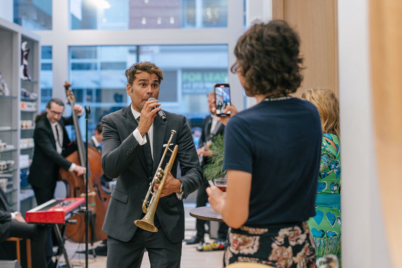 Crooner Chris Norton serenaded guests with lively tunes.