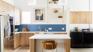 2020 img full rights murphy designs photo sara ligorria tramp kitchen backplash tile peacock ogee drop trim glazed edge flatliner 1x6 with laundry fc350255
