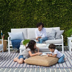A pop-up success story in outdoor furniture