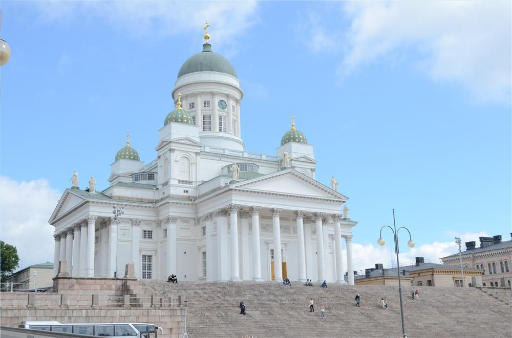 The Senate Square and Helsinki Cathedral was the first stop during the Helsinki tour.