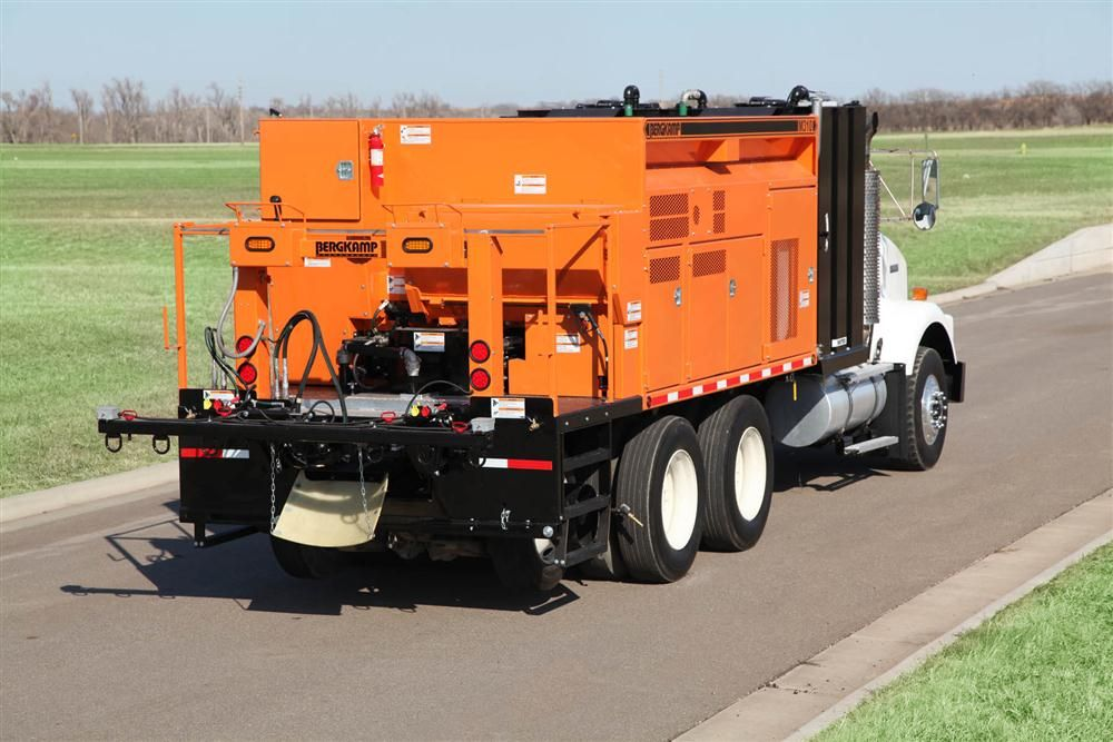 Bergkamp's M310 truck-mounted slurry seal and micro surfacing paver uses the EMCAD System to help operators easily calibrate the machine, control production rates and simplify maintenance.