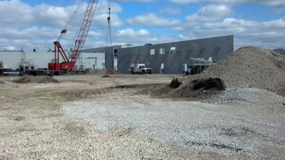 The team has been operating out of a 12,000 sq. ft. (1,114.8 sq m) leased building a couple mi. from the track.