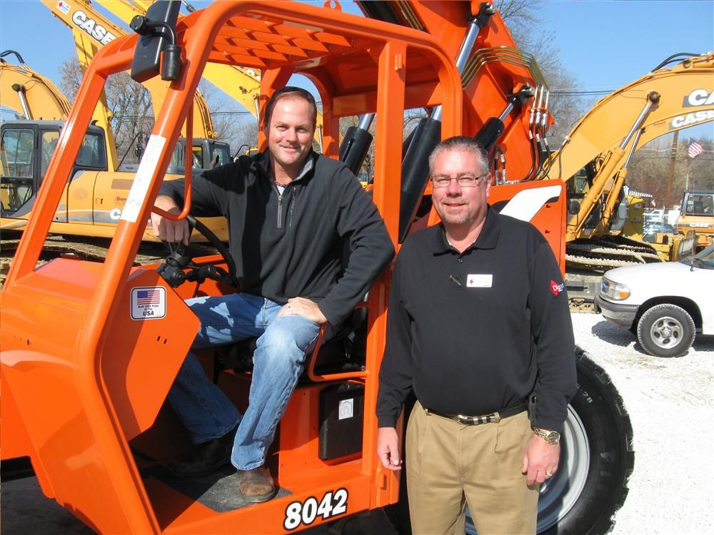 Andy Spurling (L) of Spurling Properties tries out his new JLG 8042 SkyTrak telehandler he recently purchased from Diamond Equipment's Mark Klodowski.