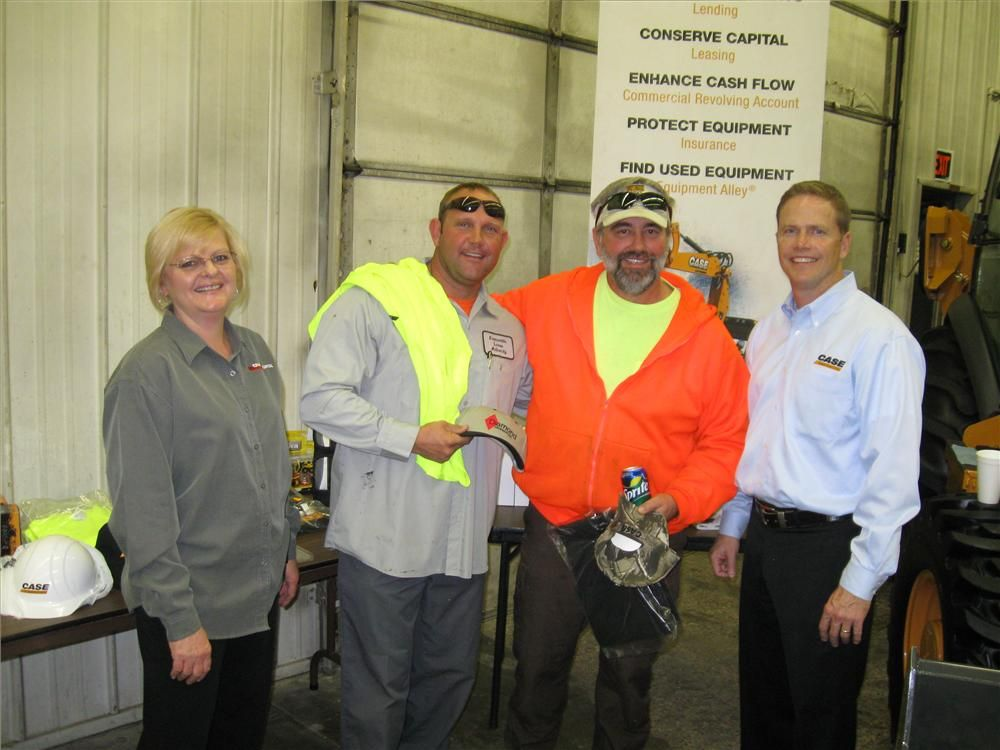 (L-R): Theresa Coleman of CNH Capital congratulates Chad Schauss and Mike Happe of Evansville, Ind., on the winning shots at the hoop with Adam Doll of Case Construction Equipment.