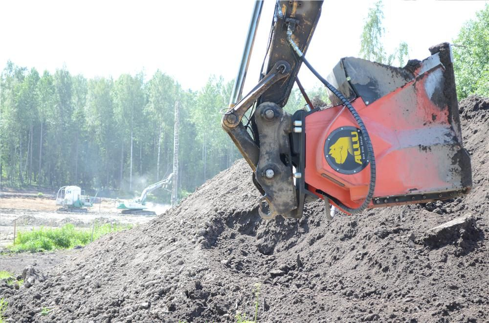 ALLU Screener Crusher bucket is a versatile accessory for wheel loaders, excavators or skid steers. With ALLU Screener Crusher contractors can screen, crush, pulverize, aerate, blend, mix, separate, feed and load materials all in one stage.