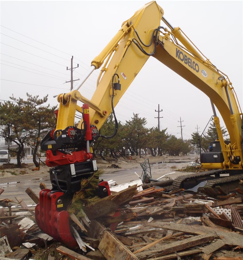 A grapple in a non-bypass sorting style cleans up after a storm.