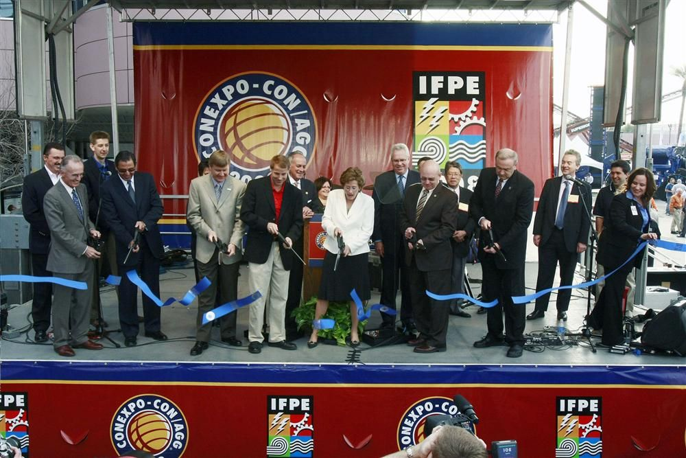 Cutting the ribbon to start the show in 2008. Planners are confident that this year's show also will be a success.