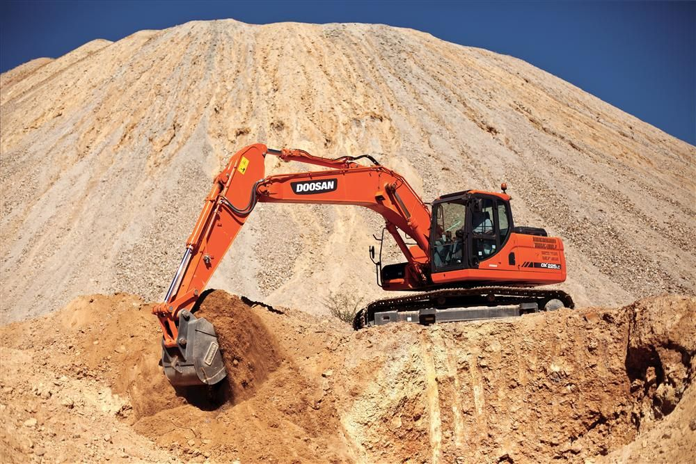 The DX225LC-3 and DX255LC-3 are each powered by a 6-cylinder Doosan DL06K water-cooled diesel engine that has been designed for use with a cooled exhaust gas recirculation system, diesel oxidation catalyst and diesel particulate filter.
