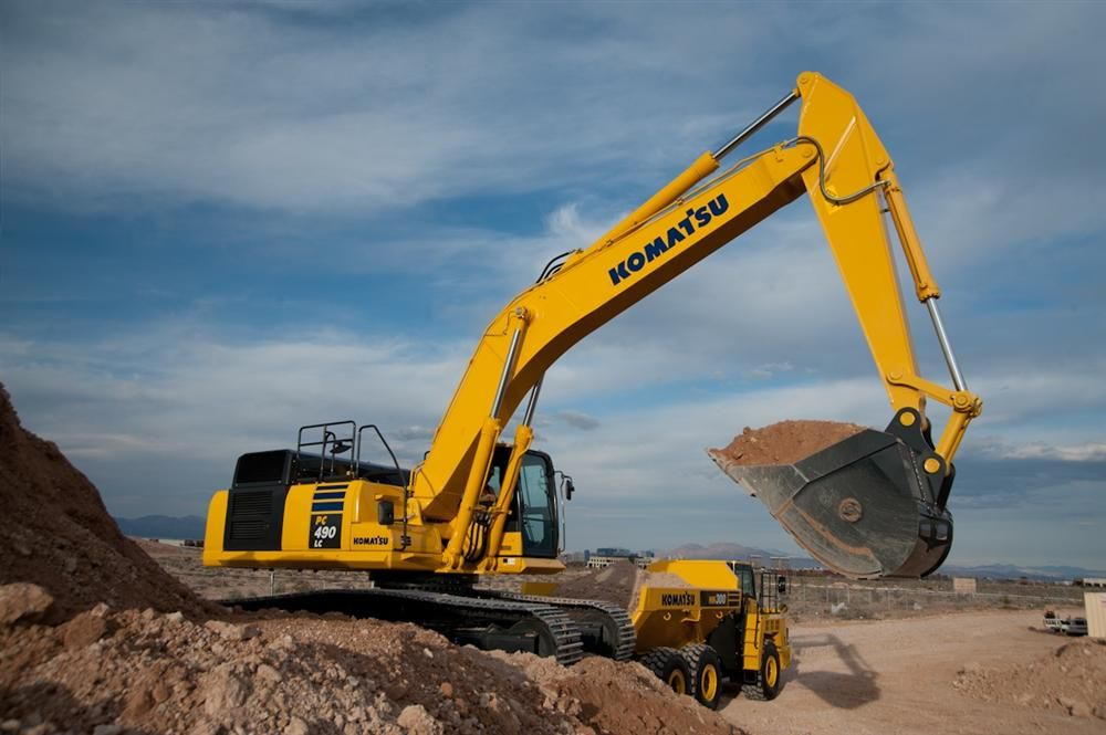 With a flywheel horsepower of 359 hp (268 kW), Komatsu's PC490LC-10 hydraulic excavator is powered by a Komatsu SAA6D125E-6 engine and is EPA Tier IV Interim and EU Stage 3B emission certified.