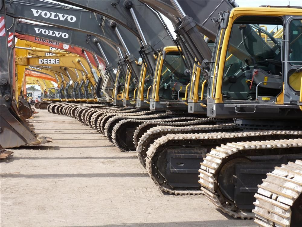 More than 500 (yes, that's accurate!) hydraulic excavators were auctioned off.