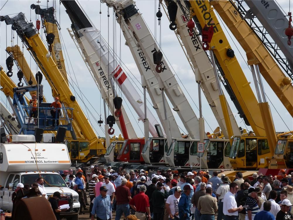 The hydraulic and lattice boom cranes drew hundreds of bidders. The cranes were sold on the third day of the sale.