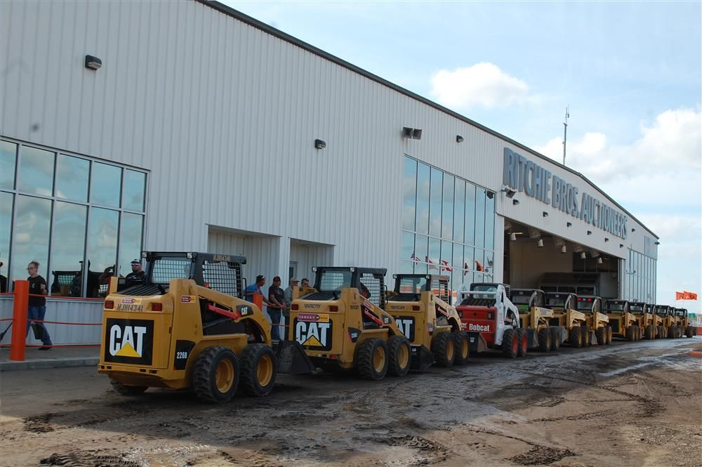 Hundreds of skid steers line up to cross the ramp.