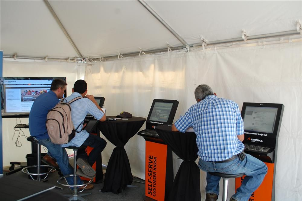 Kiosks are conveniently located at several locations throughout the sales site for bidders to gather information from the Ritchie Bros. web site.