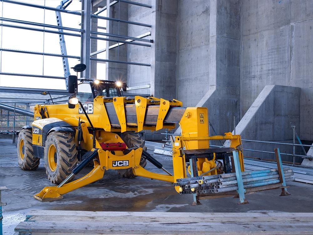 The 540-200 comes with a Tier IV Interim driveline and is powered by JCB's Ecomax diesel engine, delivering 109 hp (81 kW), up from the previous machine's 100 hp (74.5 kW).
