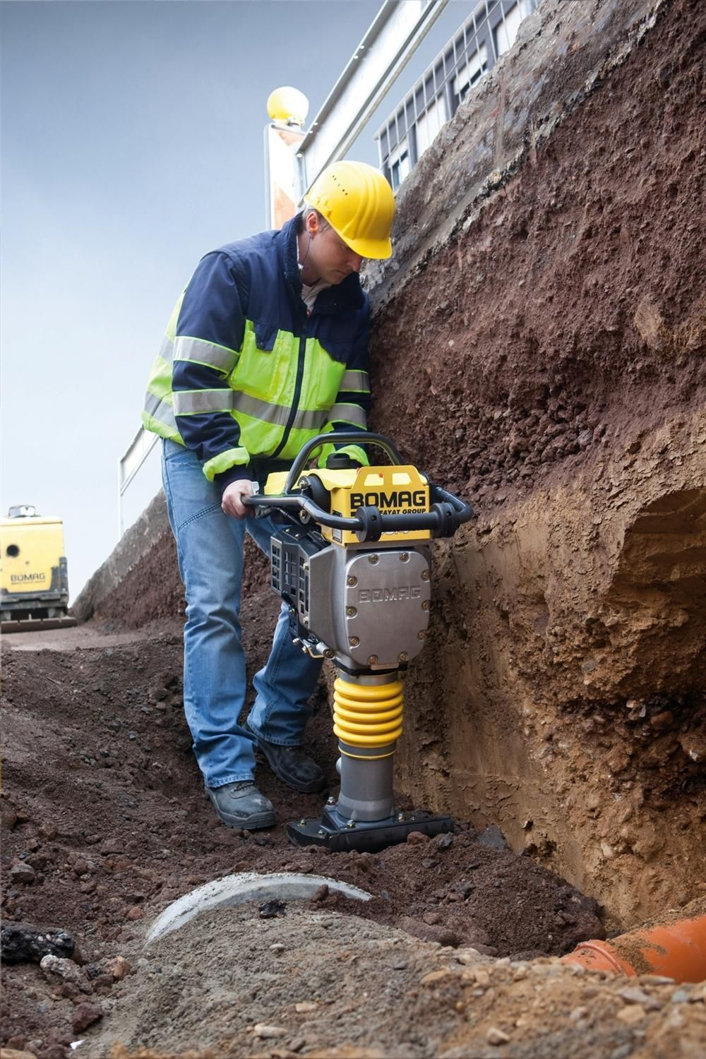 Bomag's BT60/4 and BT65/4 tampers offer the operating convenience of a four-cycle engine while maintaining the high stroke and impact force of a two-cycle model.