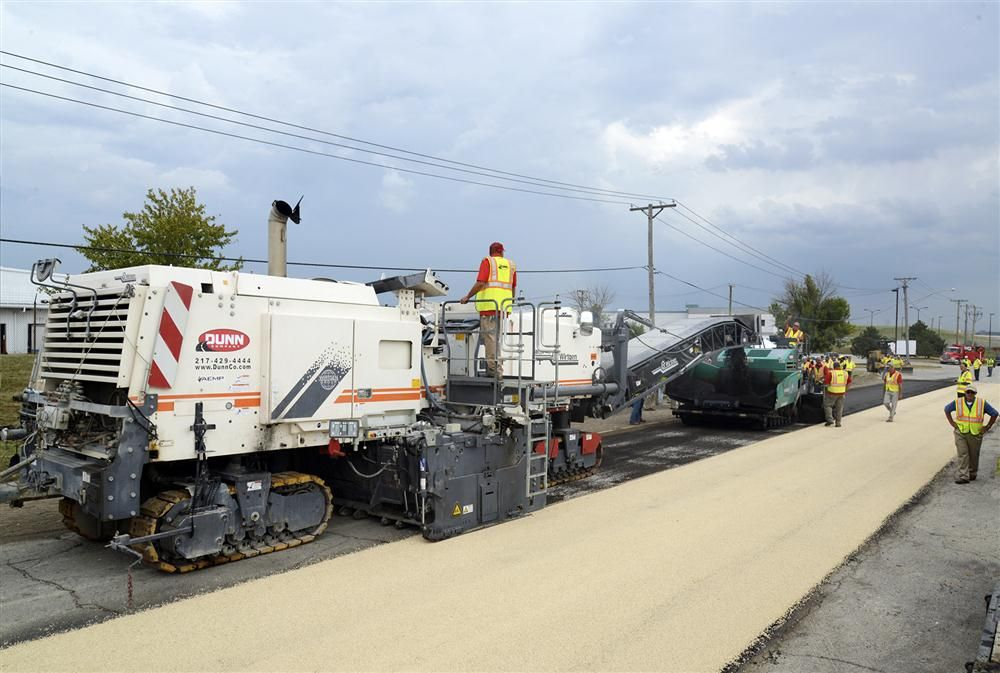 The 3800 CR utilizes the same platform as the existing Wirtgen 2200 CR, but is supplied with a full-lane, 12-ft. 6-in. (3.8 m) wide drum and uses a screed width to match.