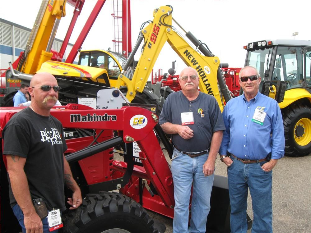 Shawn (L) and Bill Epperson, Sun Electric in Odessa, Texas, discuss their new Mahindra 4025 tractor with Dan Olin of Cisco Equipment.
