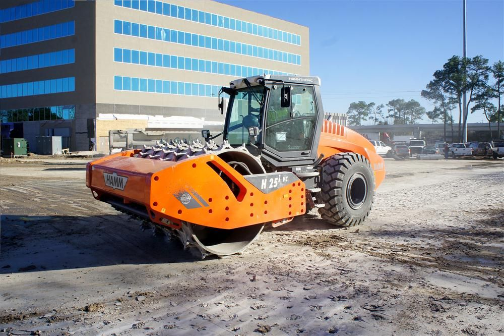 The Hamm H 25i VC roller can crush rock and concrete in-place in one step.