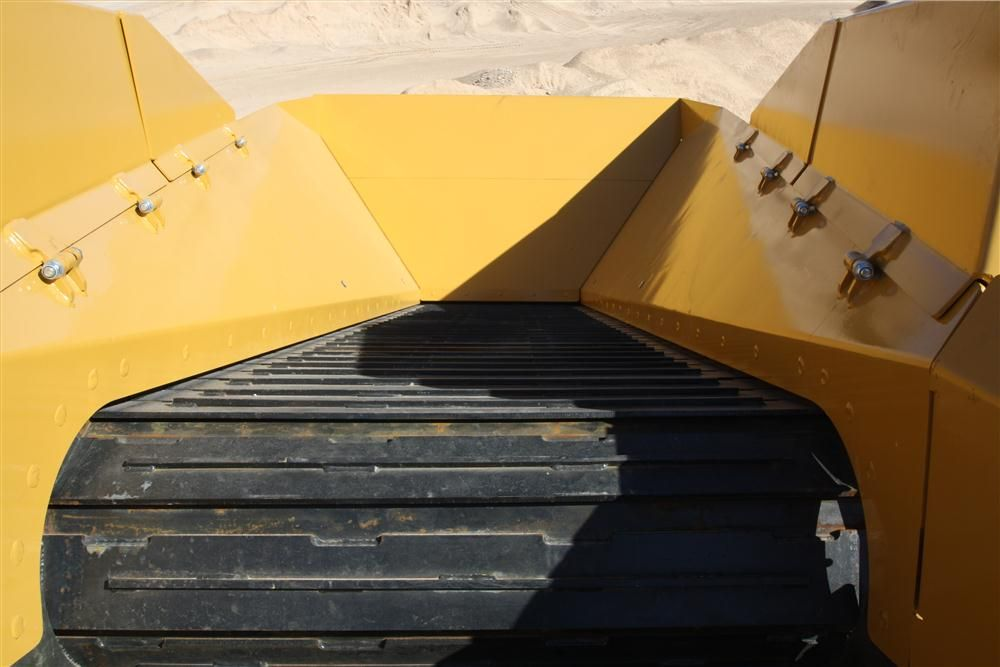 The optional apron feeder, a belt made of metal, is for operators working with metal, large rock or any abrasive material.