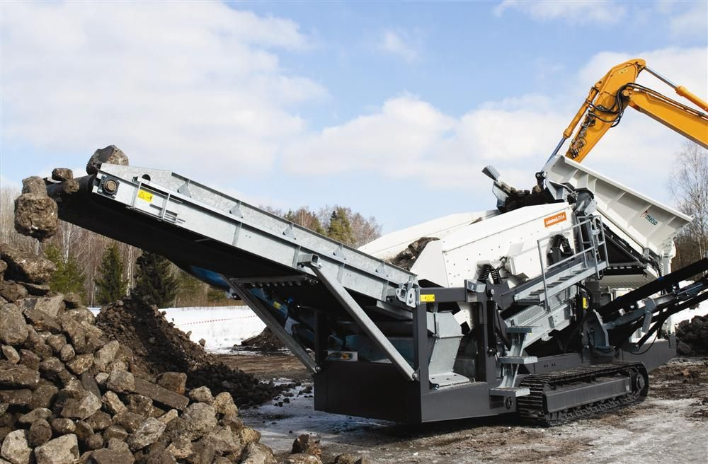 From the pre-screening of the coarsest gravel to fine classifying of natural sands or any demanding recycle materials, the Lokotrack ST2.4 mobile screen meets a wide variety of applications.