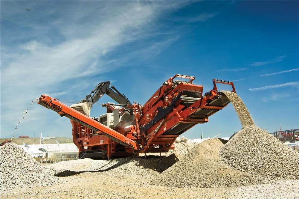 The unit has an operating weight of 55 ton (49.8 t) and is 51 ft. (15.5 m) in length in transport configuration.