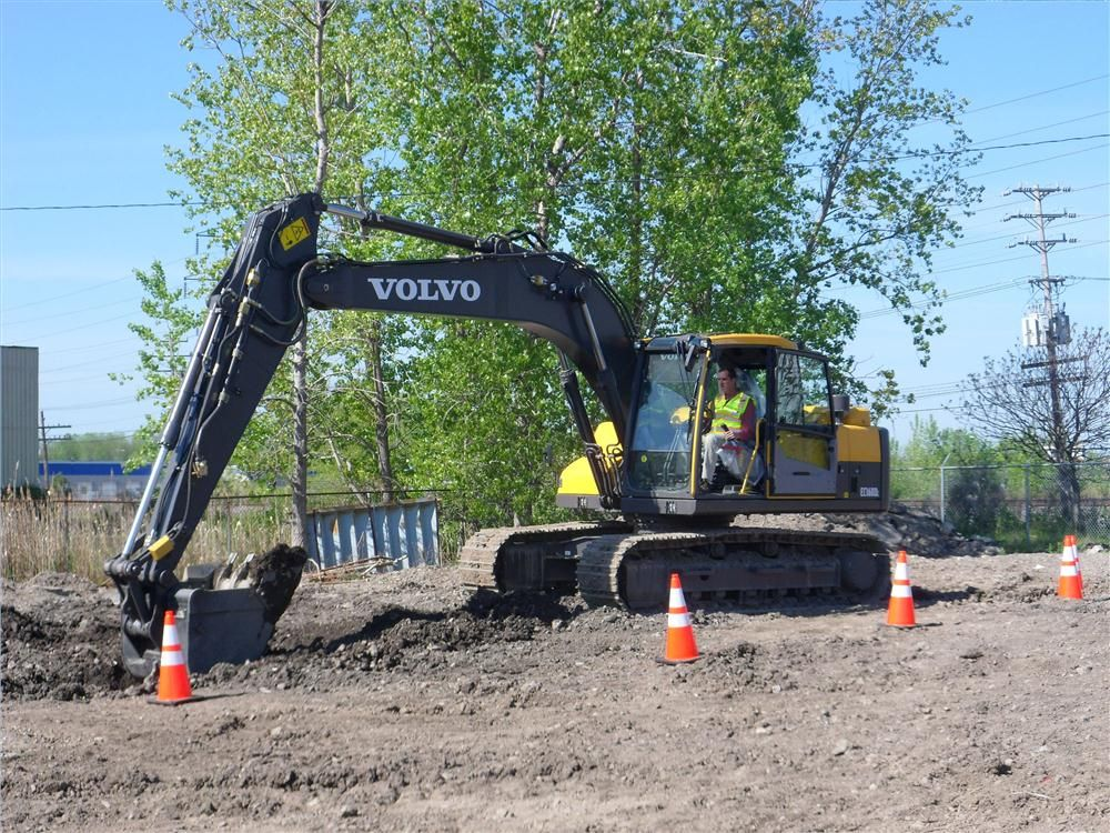 Mike Kenealy of Associated Builders Contractors tries his luck on a Volvo EC160DL with the Topcon automated machine guidance.