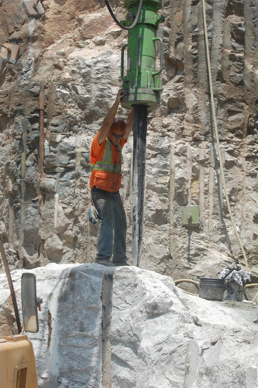 The larger Yamamoto model HRB-1700 being used for vertical rock splitting.