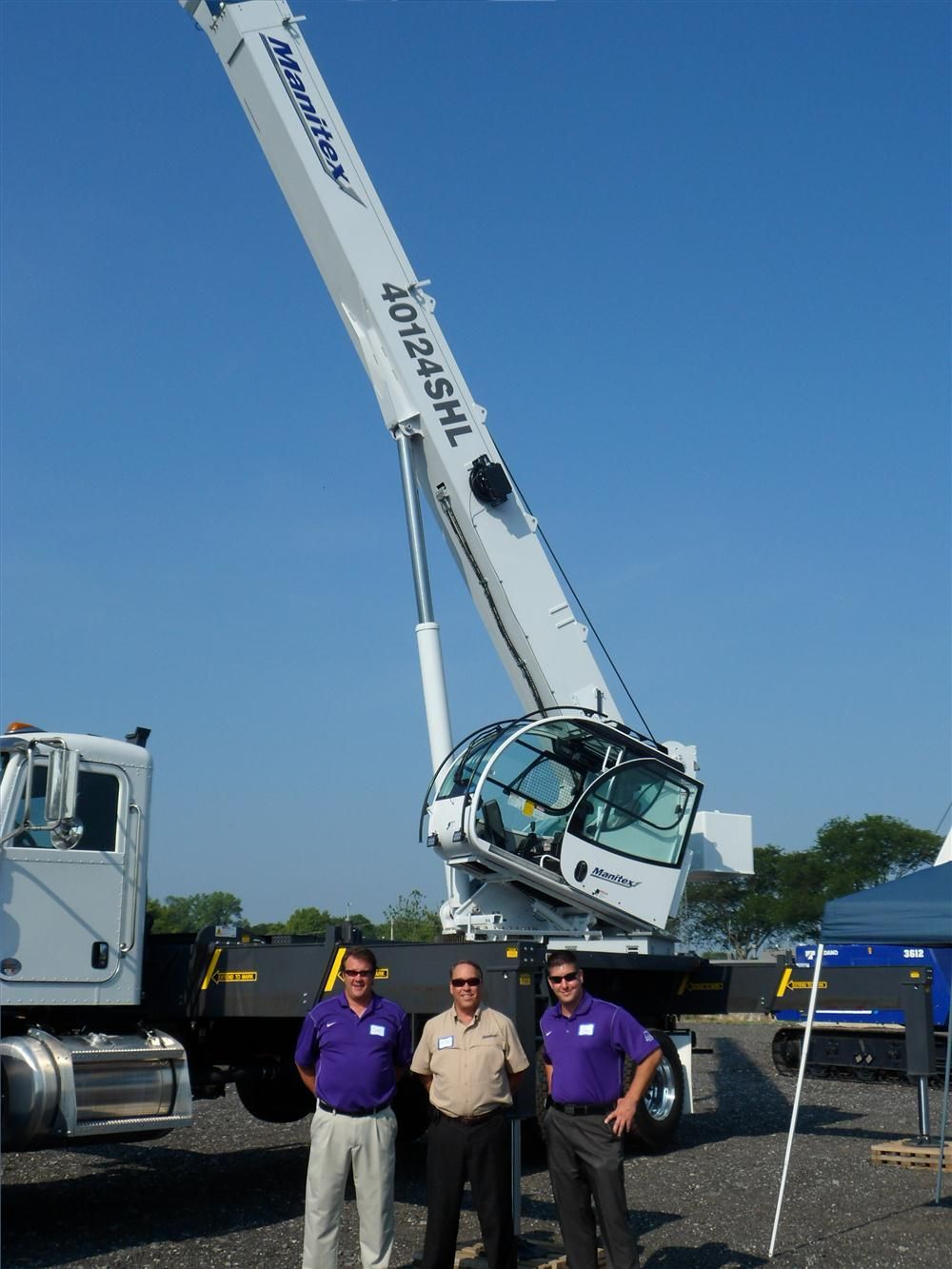 (L-R): Jeff Sider, Hunter Trucks; Joe Dunn, Manitex; and Justin Smith, Hunter, smile for the camera in front of a Manitex 40124SHL.