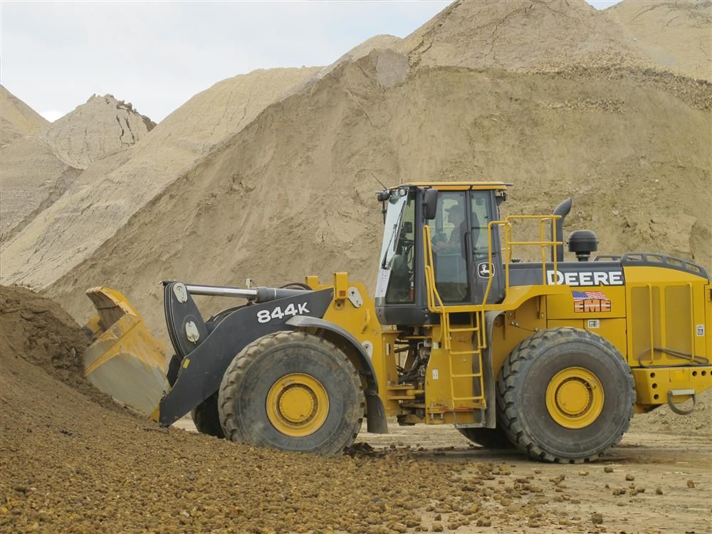 EME is currently moving 2,400 tons (2,177 t) of material and loading 125 trucks on a daily basis with the new loaders.