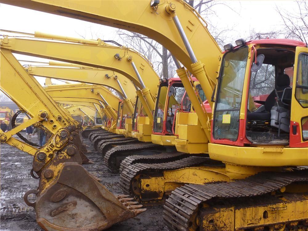 A total of 20 hydraulic excavators (mostly Komatsu) went on the auction block.