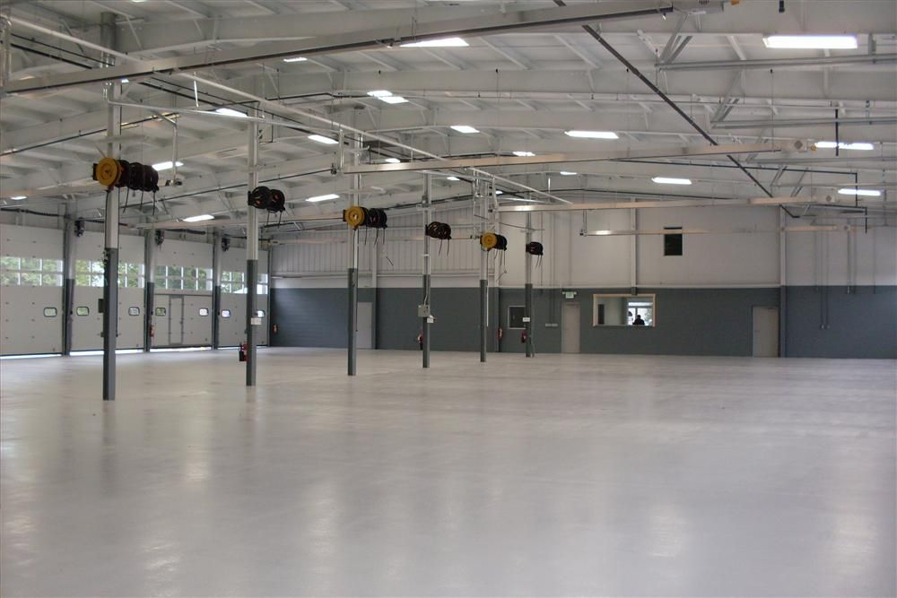 The new 22,000 sq. ft. Idealease commercial truck lease and rental facility features 18 service bays on five acres and ample office space to conduct employee and customer training.