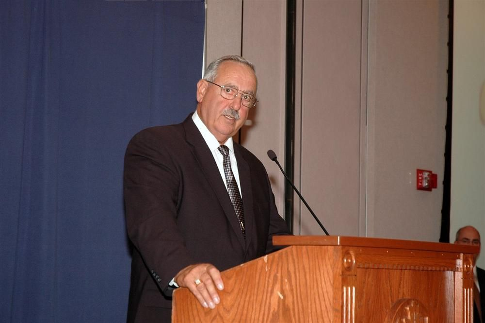 Dominick Cavaliere Sr., one of the founders of Cavaliere Industries Inc., speaks at the 2007 UCONN Family Business Awards.