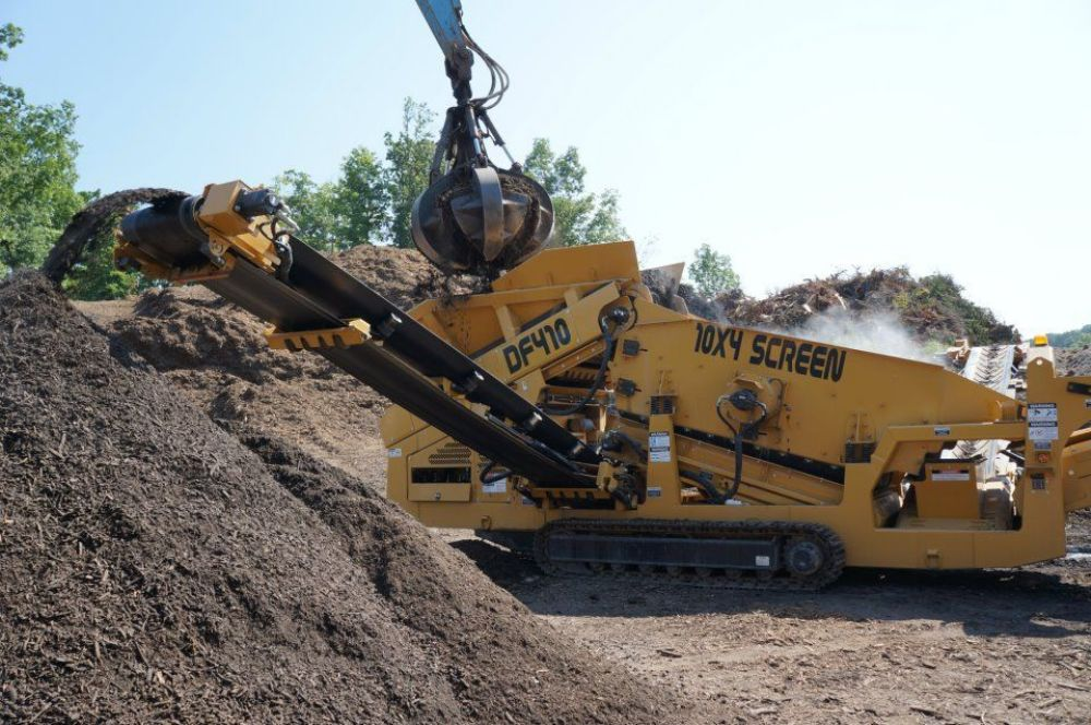 The Anaconda DF410 two-deck scalper screening mulch for Recycle Depot of Poughkeepsie, N.Y.