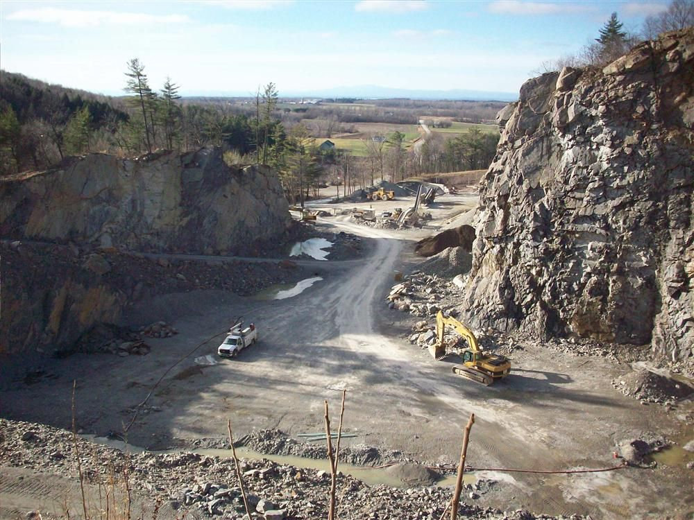 In 2000, driven by the need to stay competitive with its pricing in the marketplace, Ivan Charbonneau made the decision to purchase his own quarry.