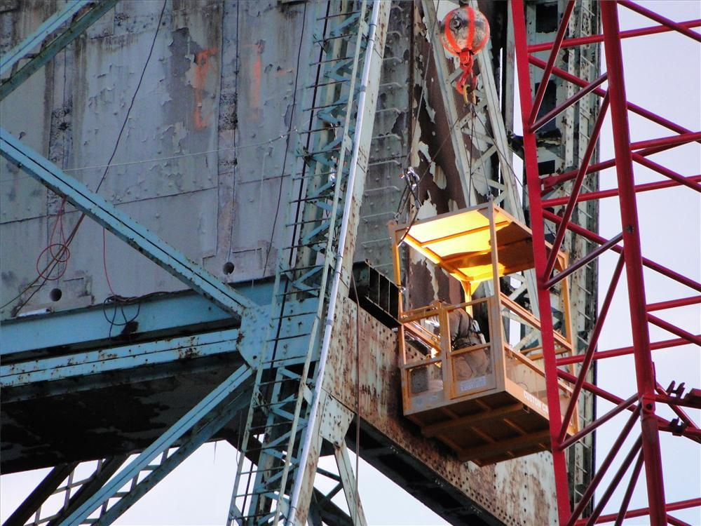 Photo courtesy of Dennis McIntire, Rye, N.H. Worker dismantling the south tower and 450-ton (408 t) counterweight.