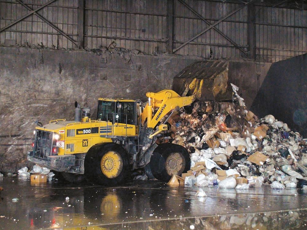 Waste Support Services uses a Komatsu WA500 at its transfer station in Peabody, Mass.